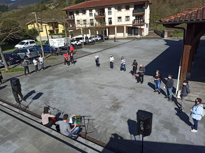 'Bultza euskaltegiak! Bultza euskara!': Korrikaren aldeko ekitaldiak eskualdean 135